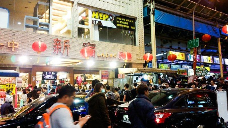 Teeming crowds at Yizhong street.